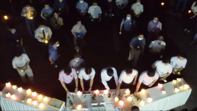 Tưởng niệm nam sinh viên quên mình cứu bạn gặp nạn giữa biển khơi ảnh 1