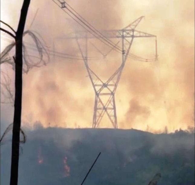 Cháy rừng cùng lúc tại nhiều phường ở TT-Huế ảnh 2