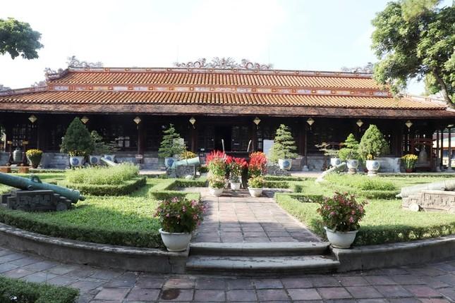 Vào điện Long An, chiêm ngưỡng 'tuyệt phẩm' Long bào triều Nguyễn ảnh 1