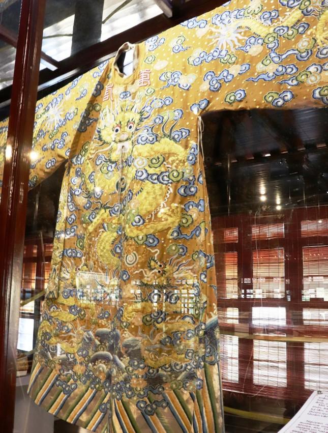 Vào điện Long An, chiêm ngưỡng 'tuyệt phẩm' Long bào triều Nguyễn ảnh 9