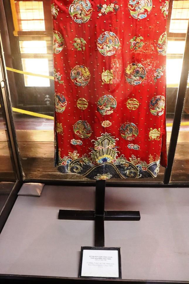 Vào điện Long An, chiêm ngưỡng 'tuyệt phẩm' Long bào triều Nguyễn ảnh 6