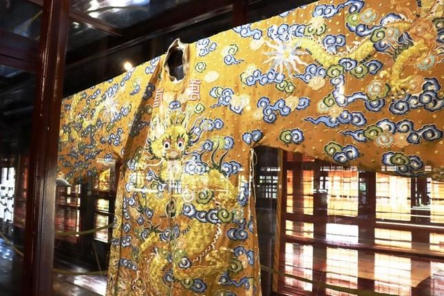 Vào điện Long An, chiêm ngưỡng 'tuyệt phẩm' Long bào triều Nguyễn ảnh 3