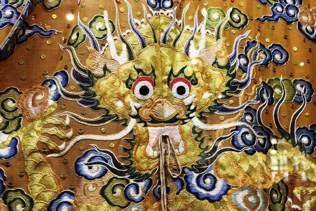 Vào điện Long An, chiêm ngưỡng 'tuyệt phẩm' Long bào triều Nguyễn ảnh 10