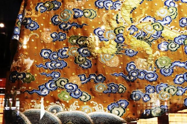 Vào điện Long An, chiêm ngưỡng 'tuyệt phẩm' Long bào triều Nguyễn ảnh 13