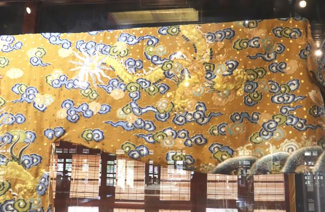Vào điện Long An, chiêm ngưỡng 'tuyệt phẩm' Long bào triều Nguyễn ảnh 15