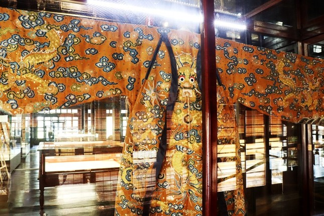 Vào điện Long An, chiêm ngưỡng 'tuyệt phẩm' Long bào triều Nguyễn ảnh 18
