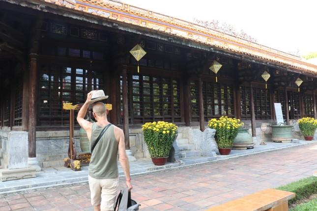 Vào điện Long An, chiêm ngưỡng 'tuyệt phẩm' Long bào triều Nguyễn ảnh 22