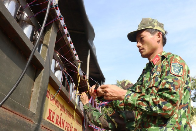Tận mục 'trận địa' pháo hoa tại di tích Cầu Ngói Thanh Toàn ảnh 11