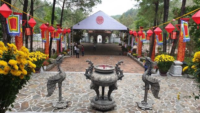 Huế dừng lễ hội đền Huyền Trân và các hội Xuân tập trung đông người ảnh 2