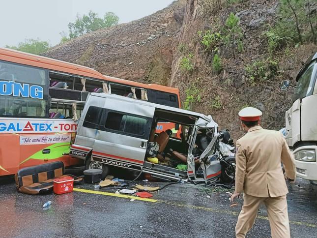 Tai nạn kinh hoàng trên đường tránh Huế, nhiều người thương vong ảnh 1
