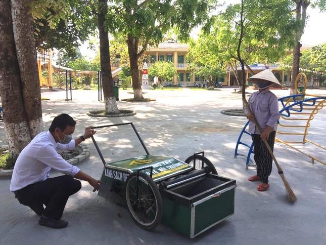 Độc đáo xe gom rác mini tự chế giá thành dưới 1 triệu đồng của thầy giáo trường làng ảnh 2