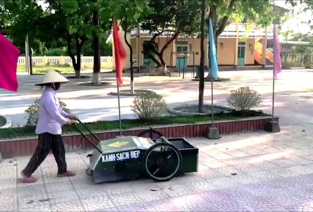 Độc đáo xe gom rác mini tự chế giá thành dưới 1 triệu đồng của thầy giáo trường làng ảnh 6