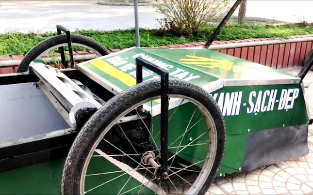Độc đáo xe gom rác mini tự chế giá thành dưới 1 triệu đồng của thầy giáo trường làng ảnh 3