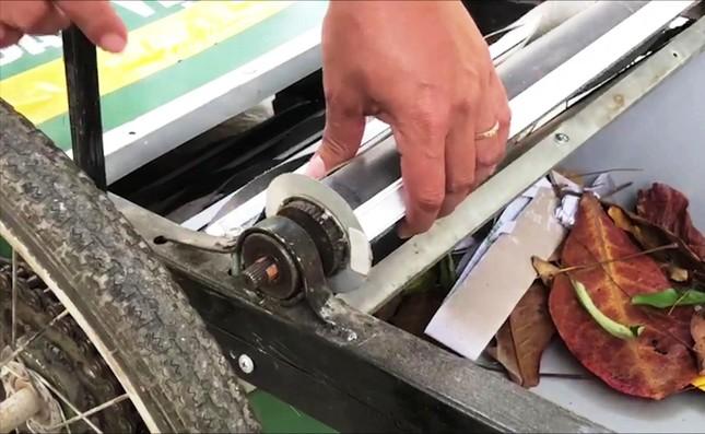 Độc đáo xe gom rác mini tự chế giá thành dưới 1 triệu đồng của thầy giáo trường làng ảnh 5