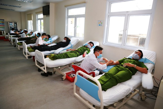 Hơn 260 cán bộ, chiến sĩ công an thành phố Huế hiến máu tình nguyện ảnh 1