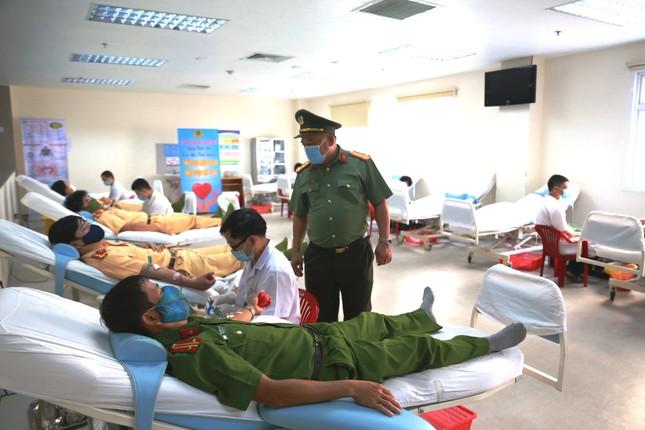 Hơn 260 cán bộ, chiến sĩ công an thành phố Huế hiến máu tình nguyện ảnh 3