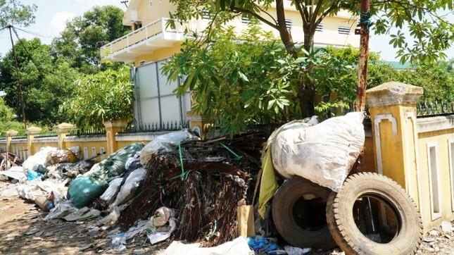 Dự án tiền tỷ 'mắc cạn', rác phế liệu tấn công khu dân cư, vây trạm y tế ảnh 3