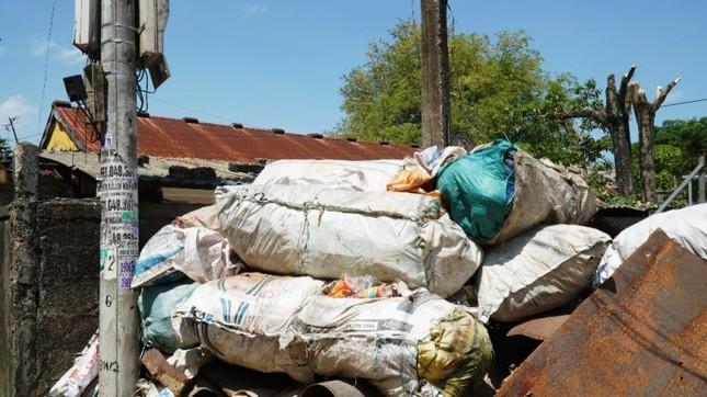 Dự án tiền tỷ 'mắc cạn', rác phế liệu tấn công khu dân cư, vây trạm y tế ảnh 5