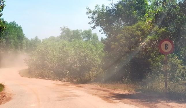 Đường tỉnh oằn mình 'chịu trận' xe quá tải dự án cao tốc Cam Lộ - La Sơn ảnh 9