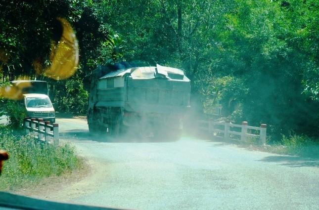 Đường tỉnh oằn mình 'chịu trận' xe quá tải dự án cao tốc Cam Lộ - La Sơn ảnh 7