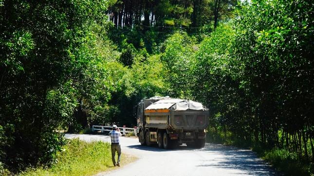 Đường tỉnh oằn mình 'chịu trận' xe quá tải dự án cao tốc Cam Lộ - La Sơn ảnh 10