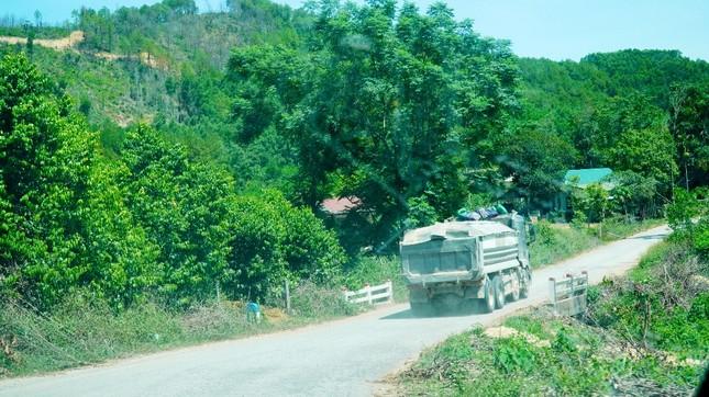 Đường tỉnh oằn mình 'chịu trận' xe quá tải dự án cao tốc Cam Lộ - La Sơn ảnh 8