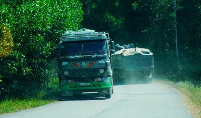 Đường tỉnh oằn mình 'chịu trận' xe quá tải dự án cao tốc Cam Lộ - La Sơn ảnh 4