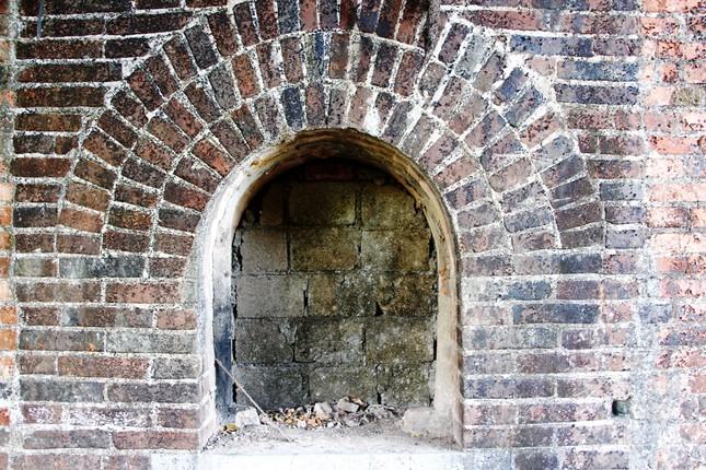 Bí ẩn cổng gạch cổ xuyên tường Kinh thành Huế vừa xuất lộ sau di dời dân ảnh 7