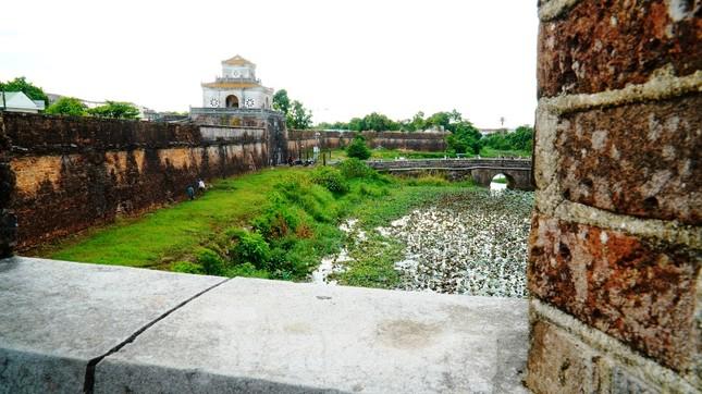 Chiêm ngưỡng những pháo đài trăm năm trên Thượng thành Huế ảnh 1