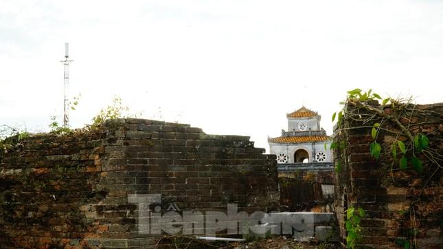 Chiêm ngưỡng những pháo đài trăm năm trên Thượng thành Huế ảnh 5