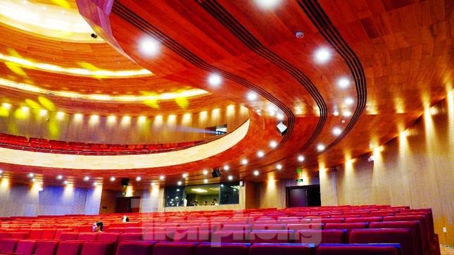 Nhà hát 1.000 chỗ độc đáo, sang trọng và hoành tráng bậc nhất xứ Huế ảnh 11