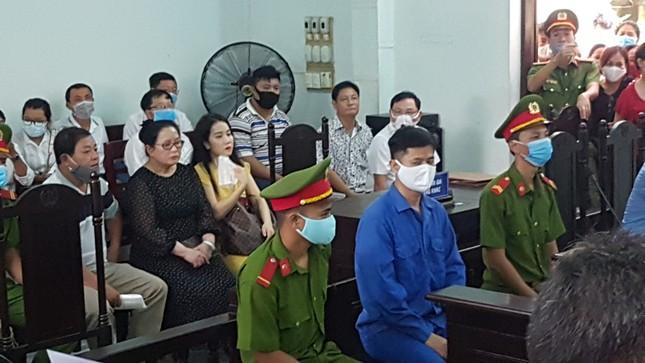 Vắng nhiều nhân chứng, hoãn xử vụ bác sĩ hiếp dâm nữ điều dưỡng tại Huế ảnh 1