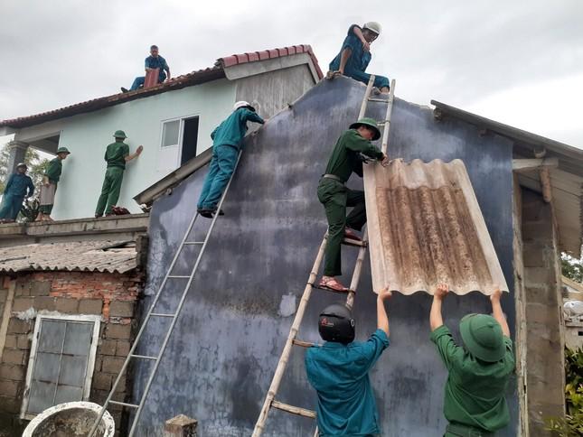 Gần 1.500 ĐVTN Huế miệt mài 'giải cứu' đường phố tắc nghẽn sau bão ảnh 15