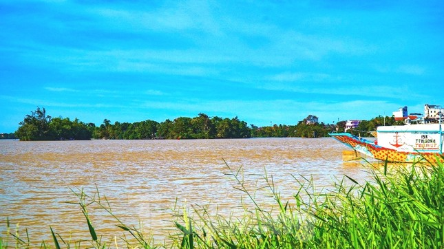 Sông Hương bất ngờ đổi màu khác thường nhiều ngày ảnh 8