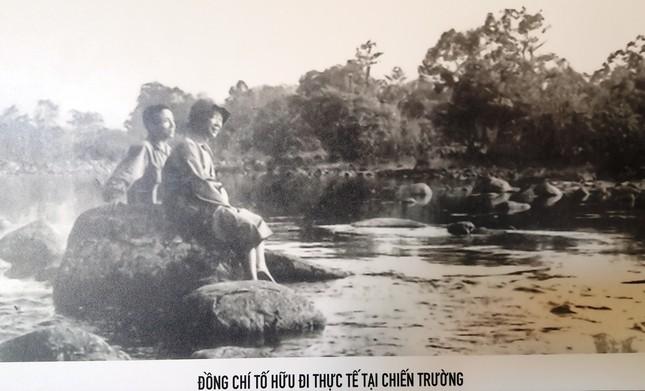 Chân thực những hình ảnh đi cùng năm tháng về nhà thơ Tố Hữu ảnh 13