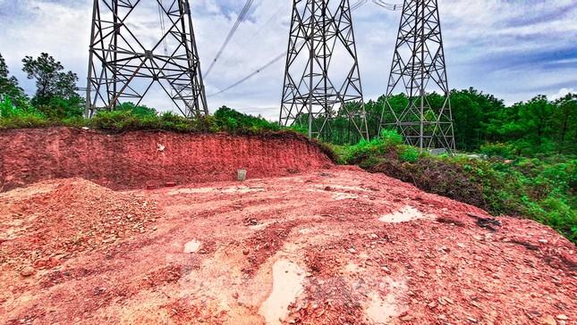 Đua nhau 'xâu xé' đất hành lang lưới điện quốc gia 500KV thành lăng mộ, nghĩa trang ảnh 2