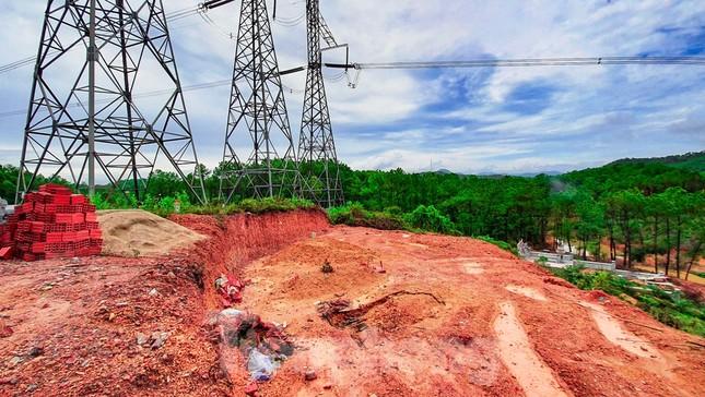 Đua nhau 'xâu xé' đất hành lang lưới điện quốc gia 500KV thành lăng mộ, nghĩa trang ảnh 4