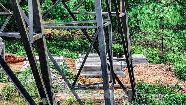 Đua nhau 'xâu xé' đất hành lang lưới điện quốc gia 500KV thành lăng mộ, nghĩa trang ảnh 5