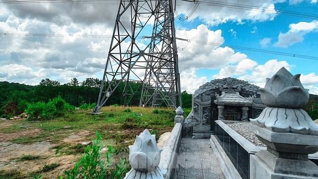 Đua nhau 'xâu xé' đất hành lang lưới điện quốc gia 500KV thành lăng mộ, nghĩa trang ảnh 6