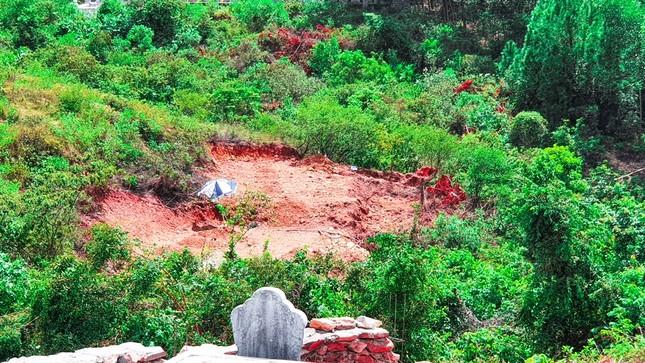 Đất lưới điện quốc gia thành nghĩa trang: Giật mình số lượng lăng mộ ảnh 2