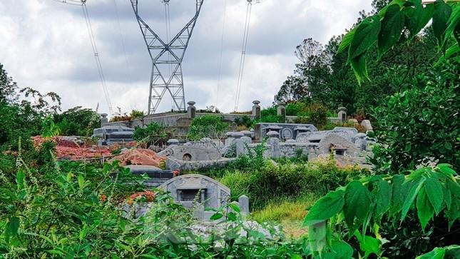 Đất lưới điện quốc gia thành nghĩa trang: Giật mình số lượng lăng mộ ảnh 3