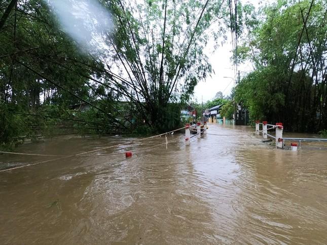 TT-Huế: Học sinh toàn tỉnh nghỉ học, hồ chứa 500 triệu m3 nhận lệnh khẩn xả nước ảnh 5
