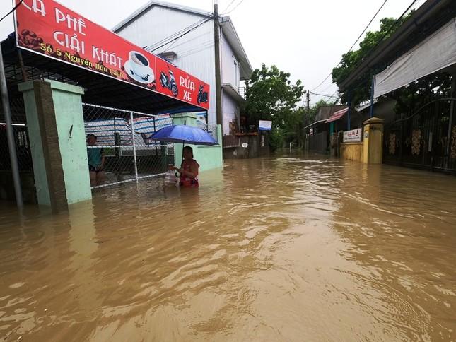 TT-Huế: Học sinh toàn tỉnh nghỉ học, hồ chứa 500 triệu m3 nhận lệnh khẩn xả nước ảnh 1
