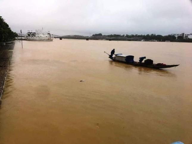 TT-Huế: Học sinh toàn tỉnh nghỉ học, hồ chứa 500 triệu m3 nhận lệnh khẩn xả nước ảnh 2