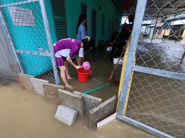 TT-Huế: Học sinh toàn tỉnh nghỉ học, hồ chứa 500 triệu m3 nhận lệnh khẩn xả nước ảnh 4