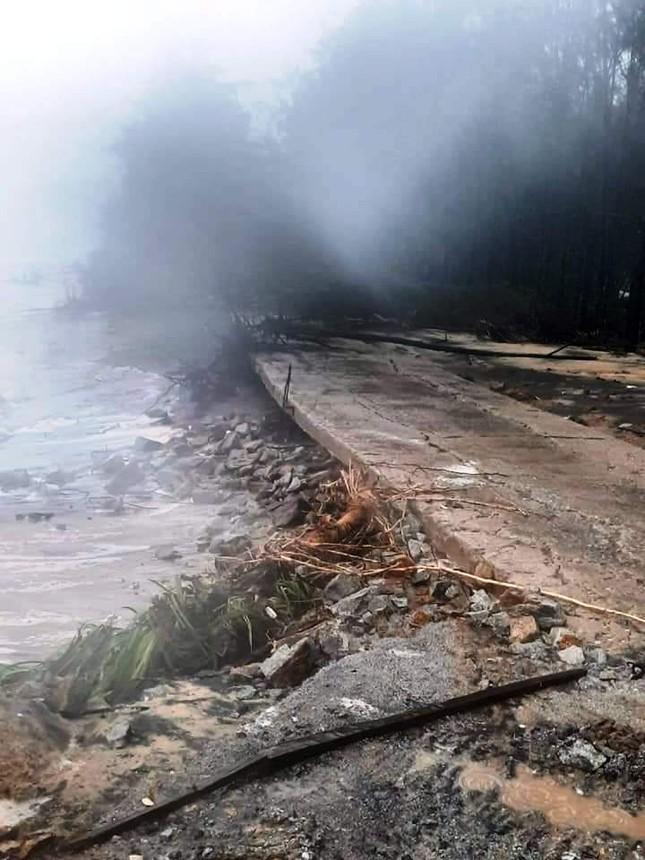 TT-Huế: Học sinh toàn tỉnh nghỉ học, hồ chứa 500 triệu m3 nhận lệnh khẩn xả nước ảnh 9
