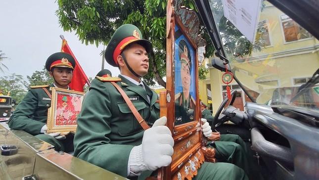 Tang lễ 13 liệt sĩ hy sinh ở Rào Trăng: Đau xé lòng tiễn các anh về đất mẹ ảnh 13