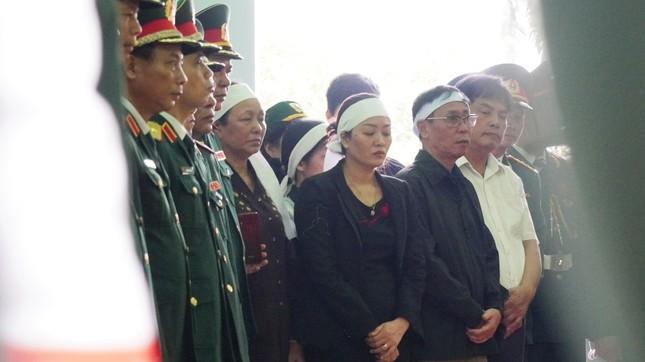 Tang lễ 13 liệt sĩ hy sinh ở Rào Trăng: Đau xé lòng tiễn các anh về đất mẹ ảnh 7