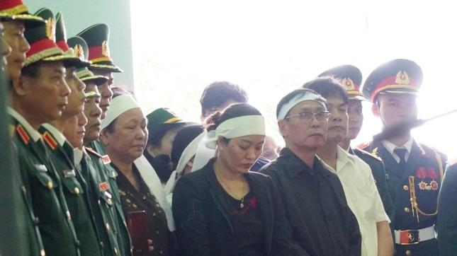 Tang lễ 13 liệt sĩ hy sinh ở Rào Trăng: Đau xé lòng tiễn các anh về đất mẹ ảnh 8