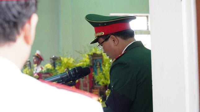 Tang lễ 13 liệt sĩ hy sinh ở Rào Trăng: Đau xé lòng tiễn các anh về đất mẹ ảnh 10